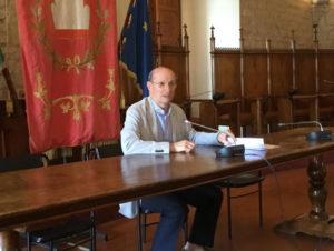 Il sindaco di Gubbio Stirati