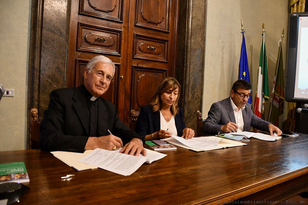 Mons. Renato Boccardo, Donatella Tesei e Francesco De Rebotti
